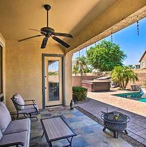 Spacious Gilbert House With Hot Tub And Fire Pit! photos Exterior