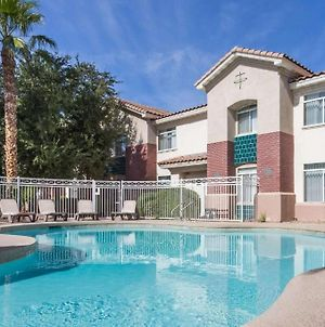 Chandler 2 Bd 2 Ba Immaculate Grounds, Perfect Location With Heated Pool, Downstairs Pets Allowed photos Exterior