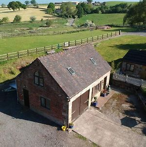 One-Bedroom Barn Conversion Set In A Remote Countryside Just 5-Minutes From Alton Towers And The Peak District photos Exterior