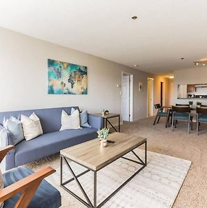 Beautiful 2-Bedroom Flat Just Outside D.C. photos Room