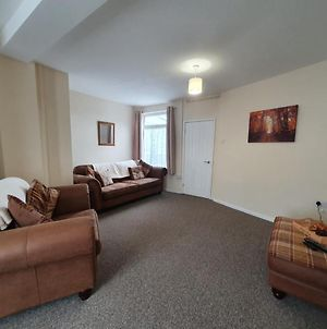 2 Bed House, Contractors & Holiday Guests Welcomed photos Exterior