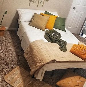 Double Beds Near Galleria Great For Long Term Stays photos Exterior