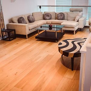 Luxurious 3 Bed Triplex With Private Terrace. London.. photos Exterior