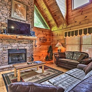 Picturesque Pigeon Forge Getaway With Hot Tub! photos Exterior