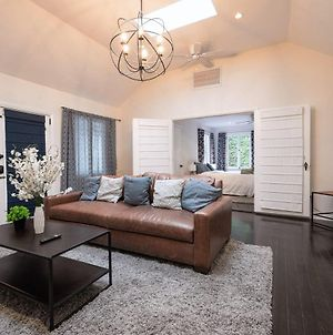 Stay Gia - Spacious 2 Bedroom Home - In Hollywood photos Exterior