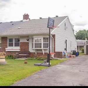 Cheerful 4 Bedroom Home Centrally Located photos Exterior