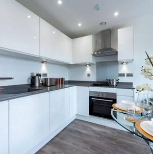 A Beautiful Brand New Flat 25-Minute To London photos Exterior