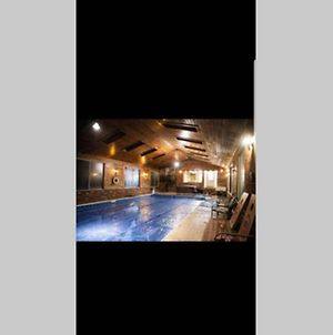 Red Rooster Cabin Heated Indoor Pool photos Exterior