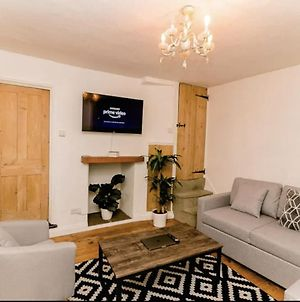 Large Stunning City Centre House With Cinema Room photos Exterior
