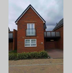 Luxury 1 Bedroom House With Free Parking & Balcony photos Exterior