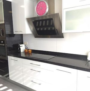 Renovated And Central Flat: Wifi+Dishwasher+Garage photos Exterior