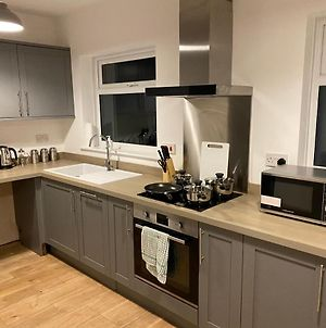 Ros A Luxury 4 Bed House In A Quiet Area Of Marston Green Virgin Media Super Fast Broadband 2 Miles From Nec Free Parking Wifi 10 Mins From The Nec Bham Airport photos Exterior