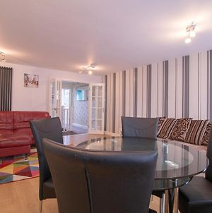 Charming 3-Bed Apartment In Newcastle City photos Exterior