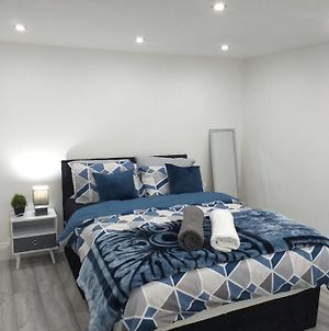 Den Accommodation 3 Bedroom Modern Apartment Brilliant For Families, Professionals & Leisure Guests , Greenwich photos Exterior
