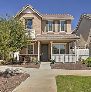 Contemporary Gilbert Home With Furnished Patio! photos Exterior