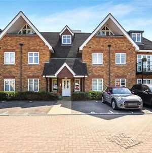 Modern And Stylish Penthouse Apartment Next To Maidenhead Golf Course photos Exterior