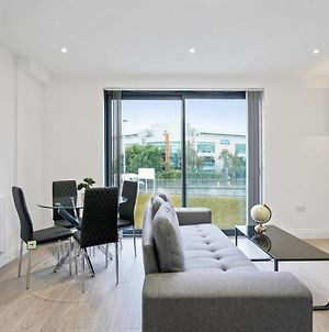 Modern, Stylish Two Bedroom Apartment In Slough photos Exterior