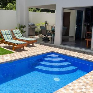 Townhome W Pool, Modern And Secure - Walk To Beach And Town photos Exterior