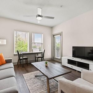 Stay Gia - Modern 2 Bedroom Suite - Southbank - Free Parking photos Exterior
