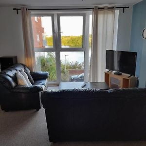 Waterfront Apartment With 2 Free Parking Spaces Nr Cardiff Bay photos Exterior