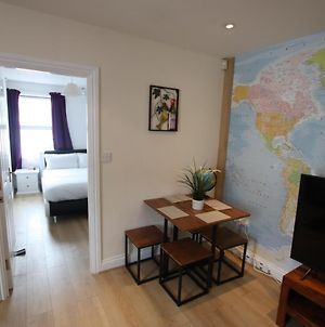 Contemporary 2 Bed Flat In Bristol, Free Parking! photos Exterior