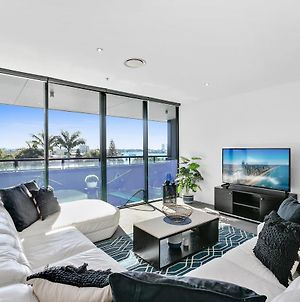 3 Bedroom Apartment In The Heart Of Surfers- Sleeps 9 - Circle On Cavill Amazing!! photos Exterior
