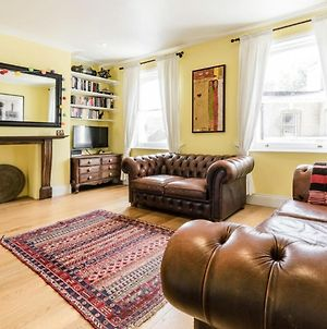 Bright And Spacious 3 Bedroom With Balcony 11 Minutes To Waterloo photos Exterior