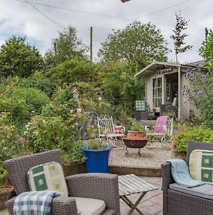 Traditional Holiday Home With Lovely Garden - The Wicket photos Exterior
