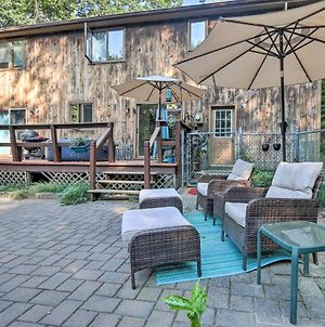 Private Escape With Hot Tub And Fenced-In Yard! photos Exterior