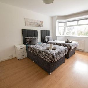 Tidy And Secure Contractor Housing *Free Parking* photos Exterior