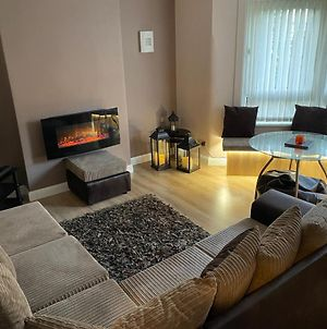 Modern 2-Bedroom Apartment With Free Parking Glasgow photos Exterior