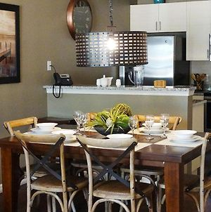 Lucaya 3 Bedroom 2 Bath Townhome With Modern Dining Room photos Exterior