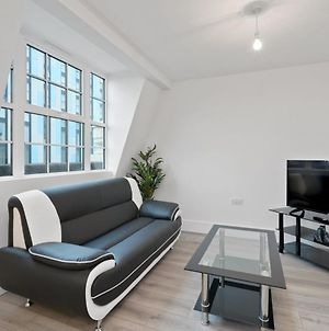 Modern, Chic, One Bedroom Apartment In Slough photos Exterior