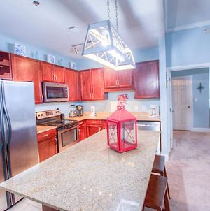 Large 3 Bd Penthouse 2011 In Laketown, Great Views And Amenities! photos Exterior