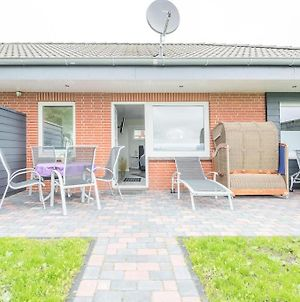 Close To The Beach And In A Quiet Location With Its Own Beach Chair photos Exterior