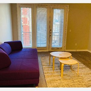 Entire 1 Bedroom. Very Contemporary Modern Style Unit photos Exterior