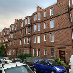 Spacious Traditional 2 Or 3 Bedroom Tenement In Heart Of Glasgow Southside Ideal For Cop26 photos Exterior
