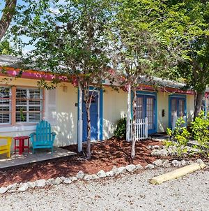 Pirates Cove Cottage At Palm View Inn Of Sanibel With Bikes photos Exterior