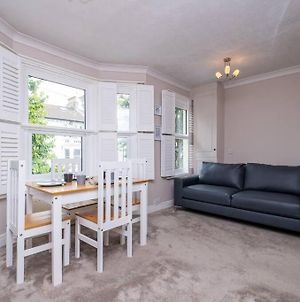 Cosy & Homely 2-Bed Apartment photos Exterior