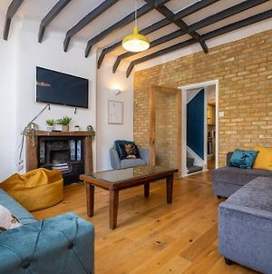 Newly Renovated Townhouse 5 Mins From Seafront photos Exterior