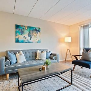 Spacious 1-Bedroom Flat Just Outside D.C. photos Room