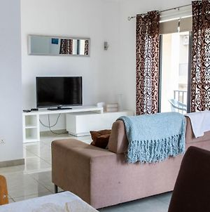 Spacious 3-Bedroom Apartment 30 Seconds From Sea photos Exterior