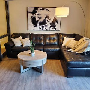 Renovated 3 Bedroom Townhouse! photos Exterior