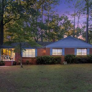 Peaceful Modern Family Home In Fayetteville! Home photos Exterior