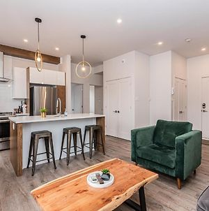 2 Bedroom Luxury In The Mile End By Den Stays photos Room