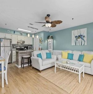 Beautiful 2 Bedroom Condo, Just Steps From The Beach. photos Exterior