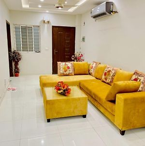 Luxury 2 Bedrooms Well Furnished Apartment In Islamabad E11/2 Main Markaz photos Exterior