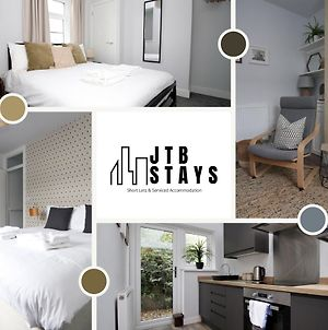 Modernised 3 Bedroom Townhouse By Jtb Stays Short Lets & Serviced Accommodation Cardiff With Wifi & Self Check In photos Exterior