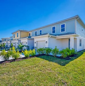 Modern 3 Bedroom Townhouse With Patio - 820Dr photos Exterior