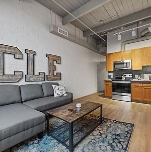 Industrial Loft Apartments In The Beautiful New Superior Building! 303 photos Exterior